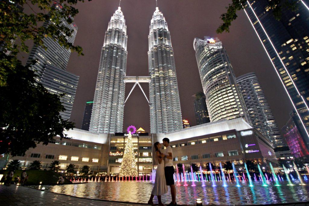Kuala lumpur petronas towers night